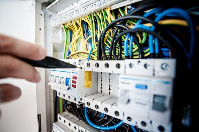 silová elektroinštalácia, elektroinštalácia, elektroinštalácia Bratislava, elektroištalačné služby v Bratislave, montáž elektroinštalácie, rekonštrukcia elektrických rozvodov,